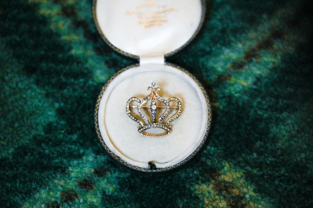antique-seed-pearl-crown-pin