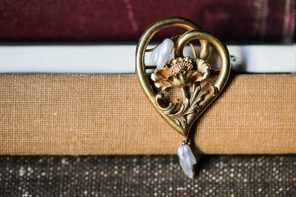 art-nouveau-lavalier-seed-pearl-brooch