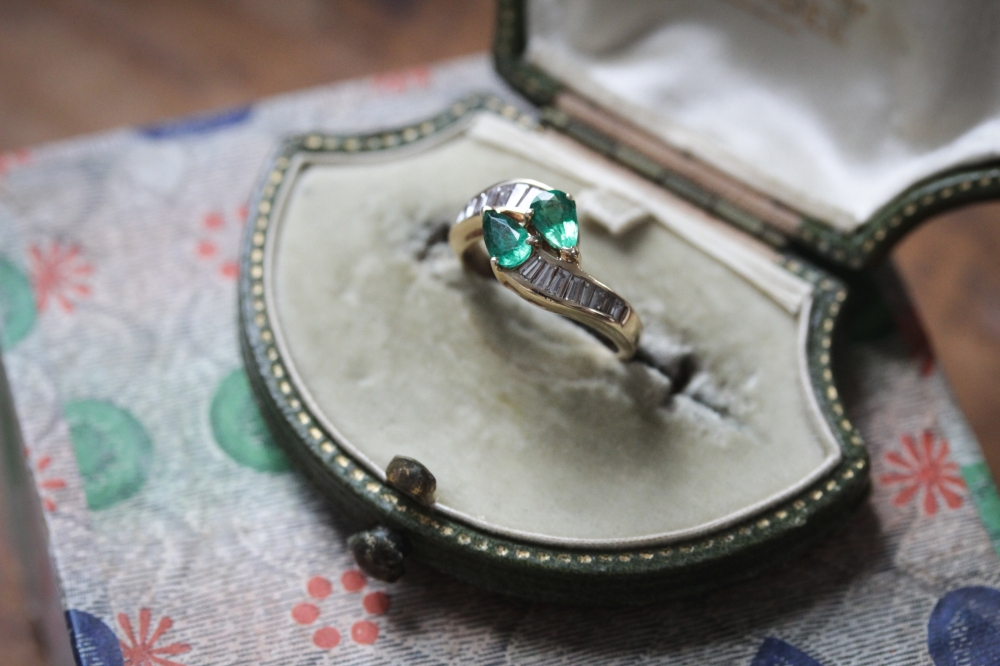 emerald-toi-et-moi-bypass-ring