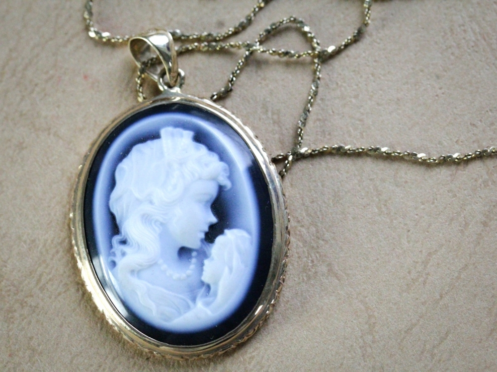 onyx-cameo-necklace