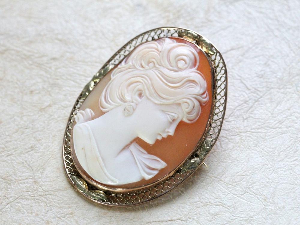 vintage-shell-cameo