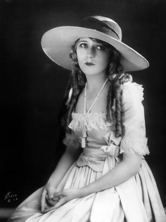 mary-pickford-sautoir-1923