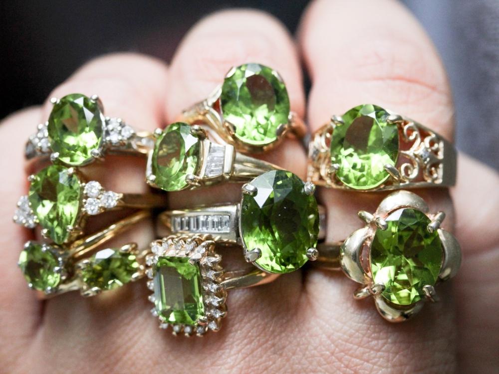 Vintage-Peridot-Ring-August-Birthstone0001