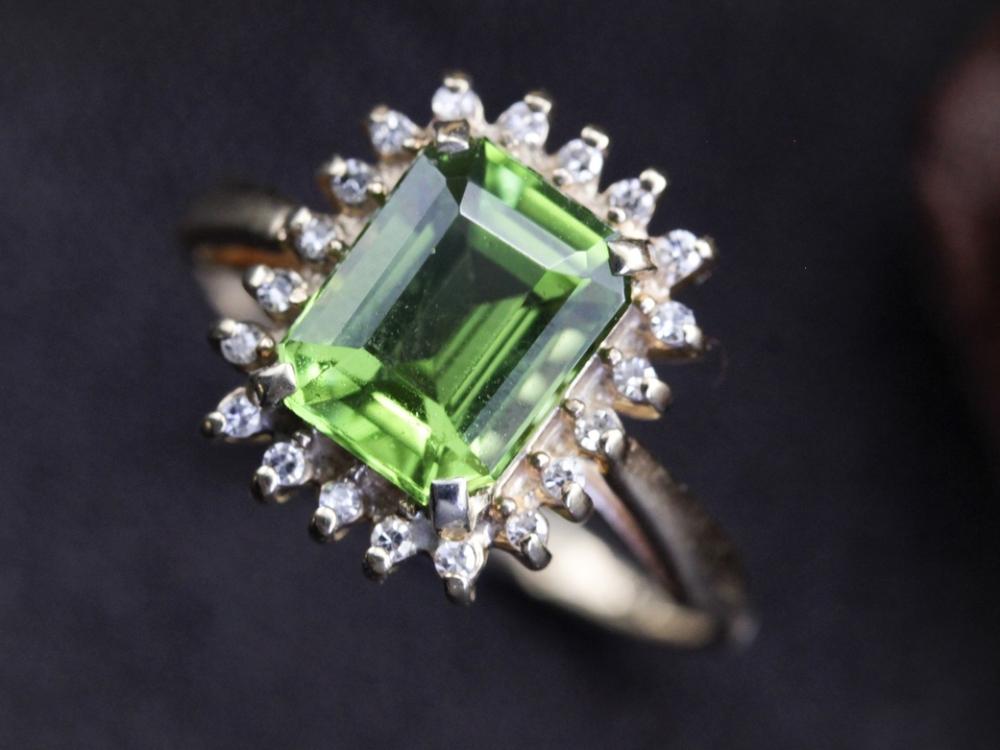 Vintage-Peridot-Ring-August-Birthstone0008